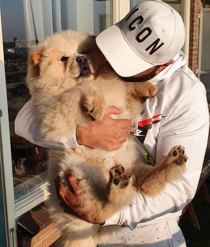 Wisam (37) en zijn hond.