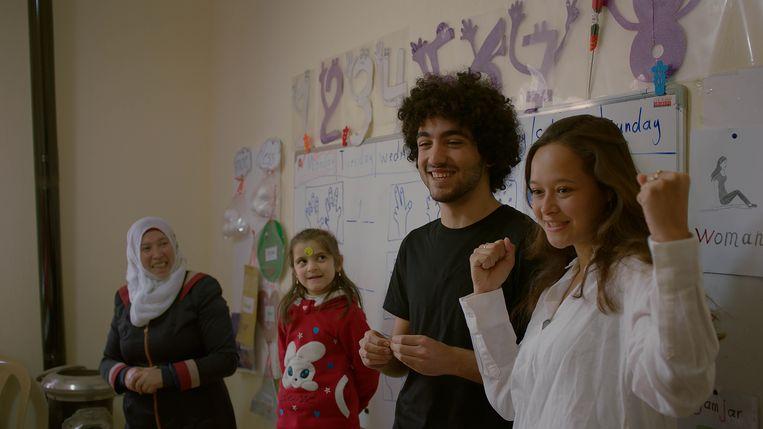In Libanon met Mohamad, die daar een school stichtte. Beeld Cinéart Nederland