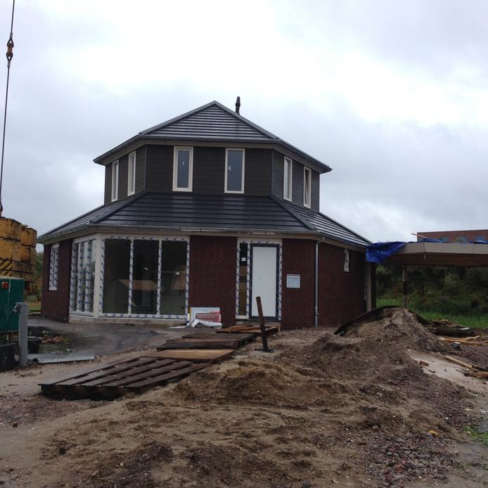 Het huis van Theo Benders heeft de vorm van een zeskant.