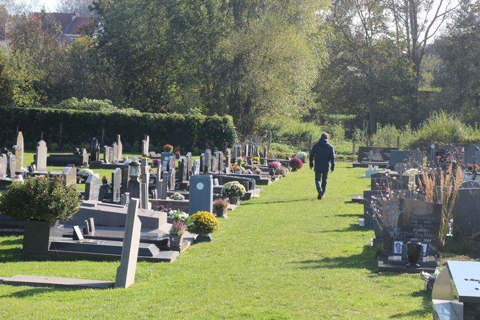 De ingegroende begraafplaats van Bambrugge.