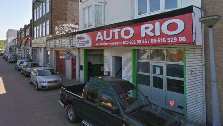 Niet autobedrijf Rio, maar de bovenbuurman kreeg een inval van de politie. Beeld Streetview