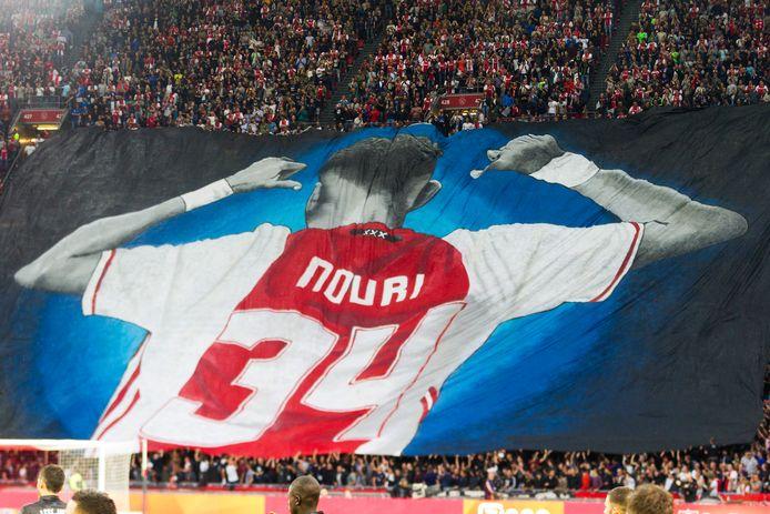 AMSTERDAM - Een eerbetoon aan Abdelhak Nouri voorafgaand aan Champions League voorronde wedstrijd Ajax tegen OGC Nice.