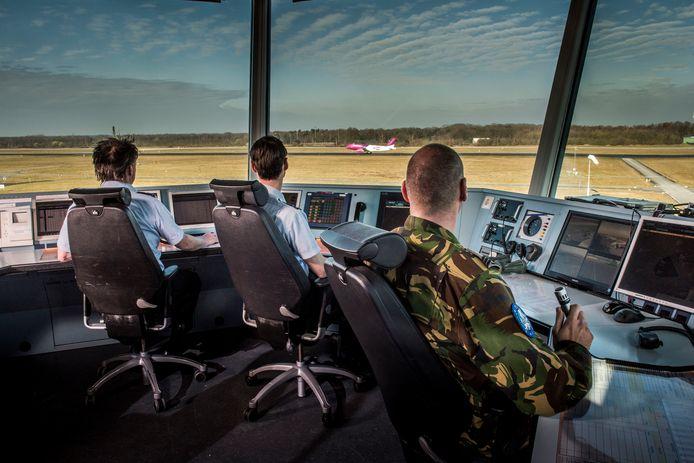 Zicht vanuit de verkeerstoren op Vliegbasis Eindhoven.