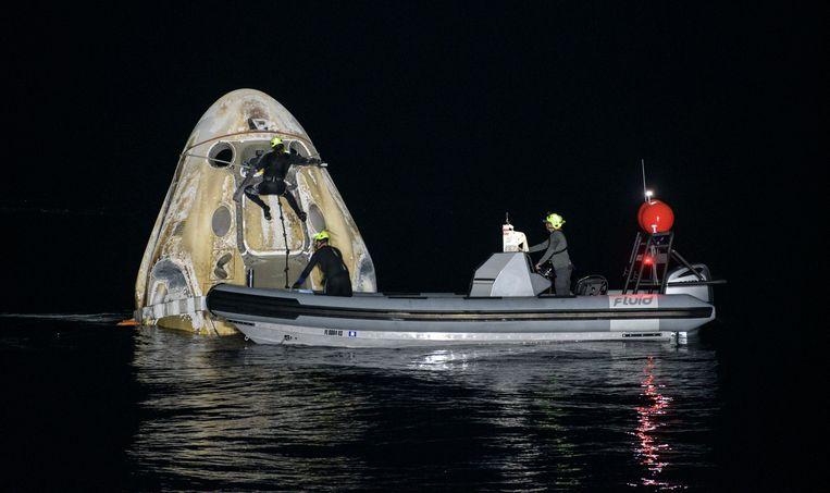 De Crew Dragon-capsule van Space-X is teruggekeerd op aarde.  Beeld EPA
