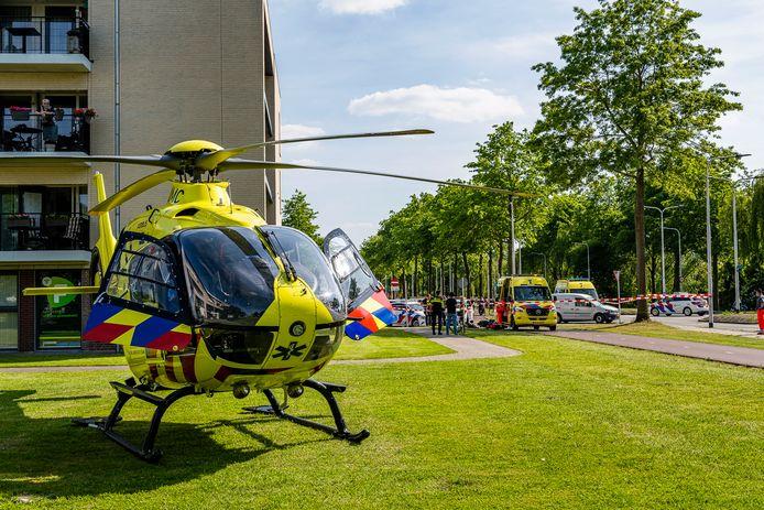 Zwaargewonde bij botsing in Tilburg. Traumaheli landt voor ondersteuning.