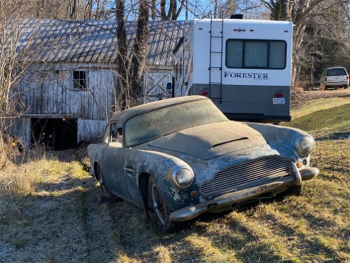 Aston Martin DB4