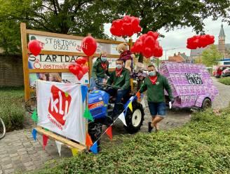 En daar is KLJ Oostmalle weer: versierde tractor met speakers maakt op dorpsplein reclame voor startdag