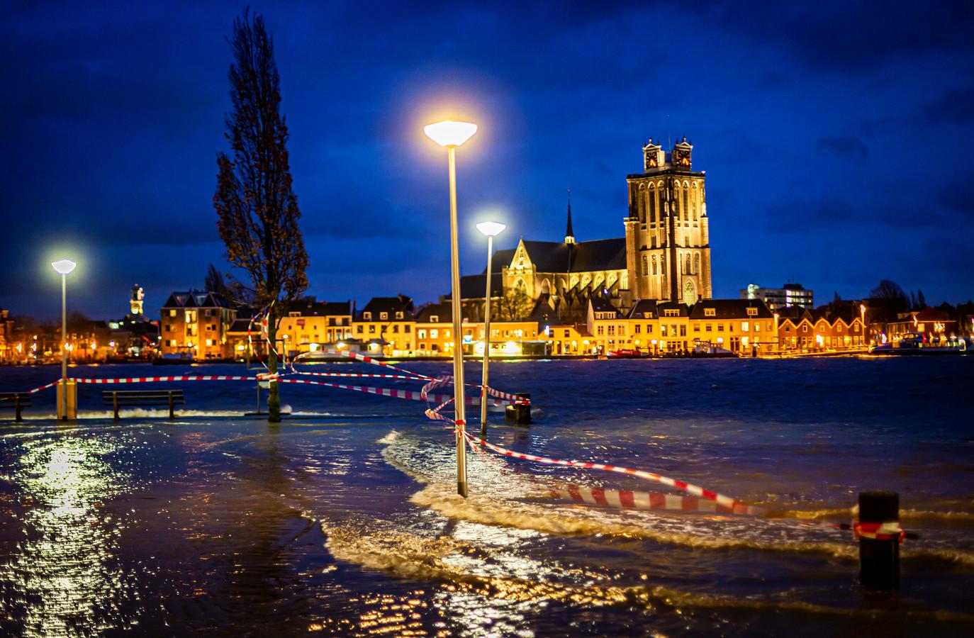 Het hoge water van afgelopen week deed meerdere kades overstromen.