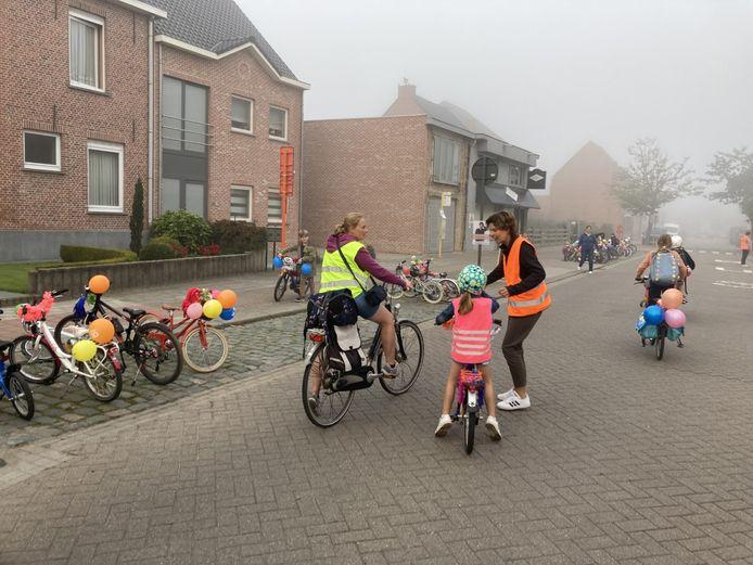De kinderen kwamen een hele week met de fiets of te voet naar school.