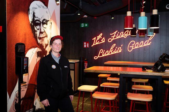 """Manager van den nieuwe KFC Roos Coppens: """"We staan allemaal te trappelen om onze gasten te laten kennismaken met de lekkere kipgerechten van KFC."""""""