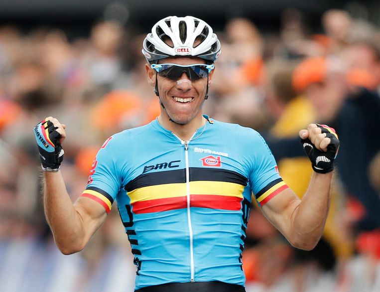 Philippe Gilbert of Belgium crosses the finish line to win the Men's Elite Road Race at the UCI Road World Championships in Valkenburg September 23, 2012.       REUTERS/Michael Kooren (NETHERLANDS - Tags: SPORT CYCLING) Beeld REUTERS