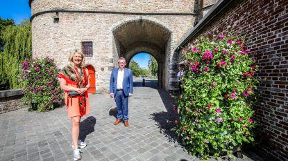 Nog meer bloemen in Brugge: nu ook bloemtorens en bijkomende bloembakken