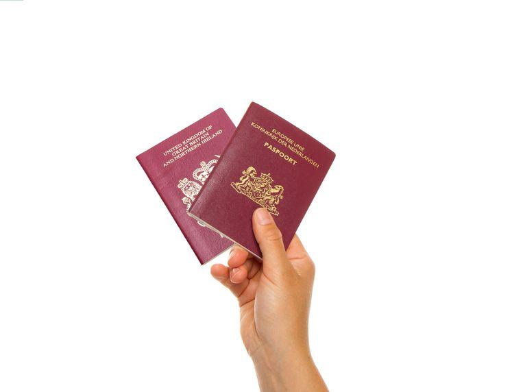 Meerderheid Kamer wil dubbel paspoort voor Nederlanders in Groot-Brittannië. Beeld