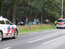 Wielrenster (41) uit Veenendaal mogelijk tegen fiets getrapt door duo op felblauwe scooter; vrouw nog steeds in levensgevaar