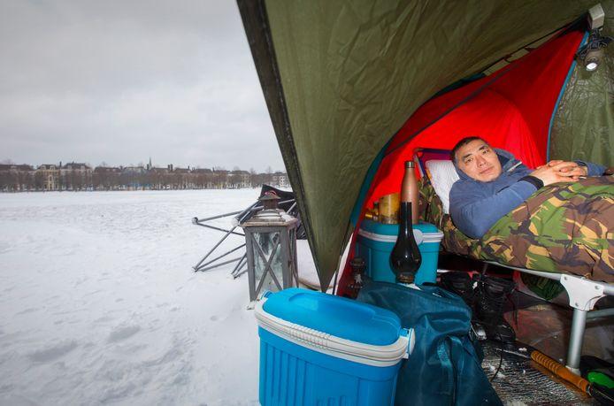 Caspar Zwart voert actie op het Malieveld vanuit zijn tentje bij temperaturen ver onder het  vriespunt