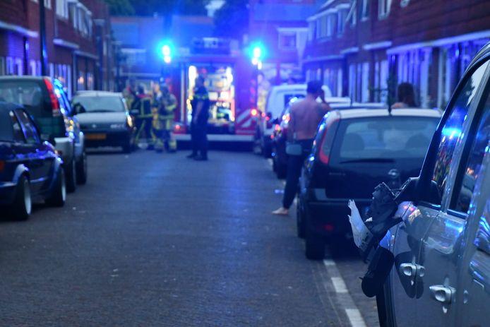 De brandweer beschadigde drie geparkeerde auto's in de Timorstraat.