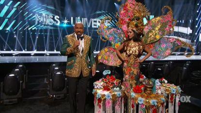 Pijnlijk: Steve Harvey begaat opnieuw vergissing tijdens Miss Universe