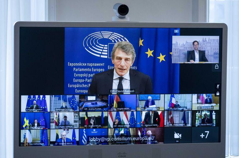 Premier Rutte (rechtsboven) tijdens een digitale vergadering van de Europese top van afgelopen juni. Beeld ANP