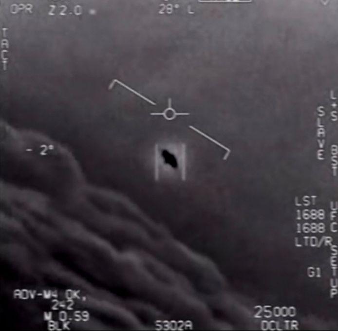 Een deel van een vrijgegeven video die door marinepiloten gemaakt werd met daarin een 'ufo'.