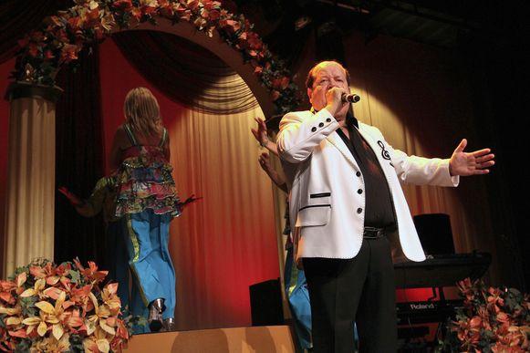 Bobby Prins swingt op het podium.