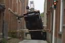Hoogwerker valt om in Breda.