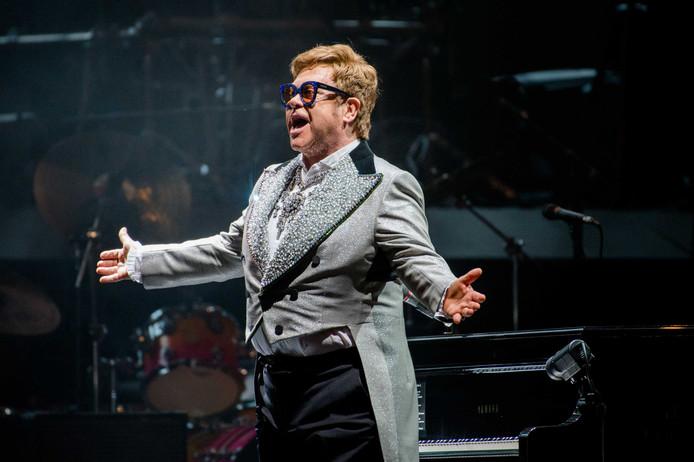 Elton John treedt op tijdens zijn Farewell Yellow Brick Road tour in de Ziggo Dome.