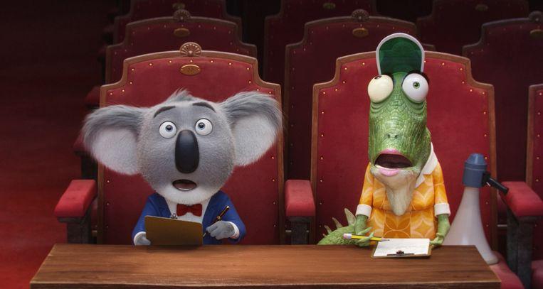 De muis Mike en de secretaresse-kameleon Miss Crawley vormen de jury tijdens de muzikale talentenshow in 'Sing'. Beeld rv