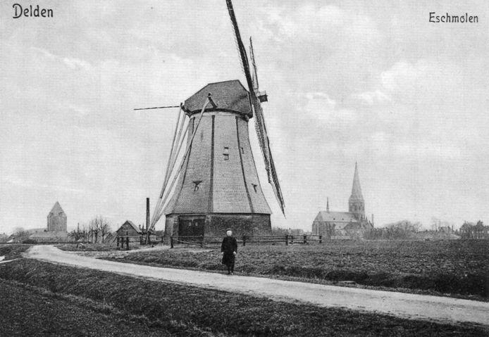 De Eschmolen in 1910, toen nog in bedrijf, met op de voorgrond de laatste molenaar Derk Jan van den Berg.