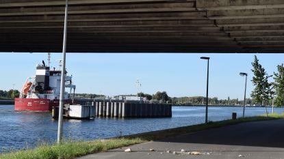 """Brokstukken onder Zelzatebrug: """"Er is geen reden tot paniek."""""""