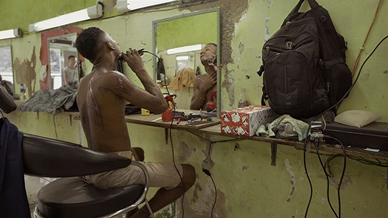 Een beeld uit 'Barber Shop' van documentairemaker Luc Vrydaghs. Beeld © VRT 2017