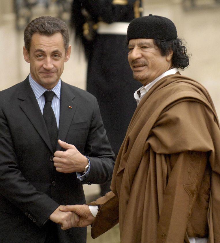 President Sarkozy met de Libische leider Kadhafi in 2007 Beeld afp