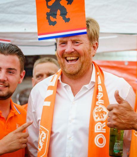 Rutte: Koning baalt van gebrek aan anderhalve meter in Oranjestraat