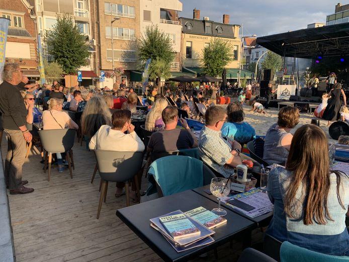 Een beeld uit 2019 toen Eeklo Beach voor volle terrassen zorgde op de Markt van Eeklo. Welke animatie er deze zomer komt, wordt nog bekeken.