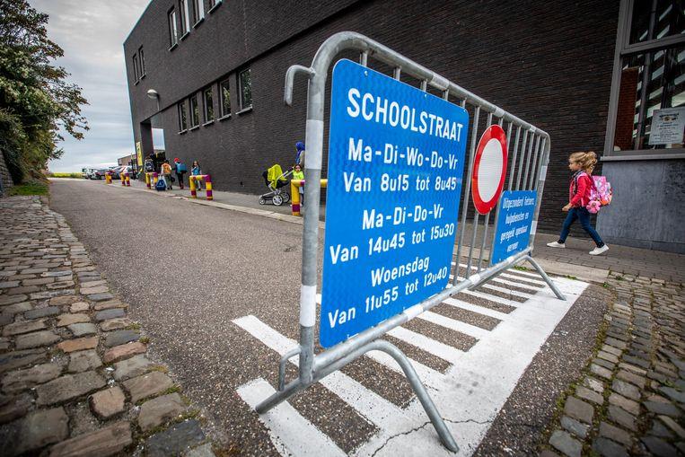 De Kerkstraat en het 'schoolbaantje' zijn vanaf maandag aan het begin en het einde van de schooldag autovrij.