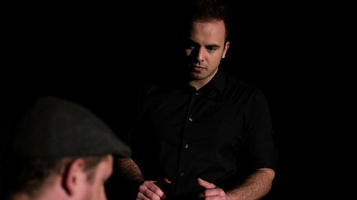 Screenshot uit de clip van de single 'Dans met mij' van zanger Sam Knoop uit Geertruidenberg dit artikel.