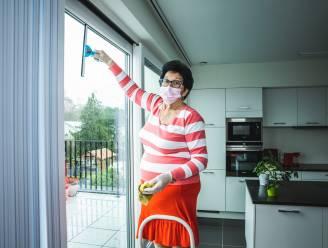 """Noëlla Verzele uit Landegem is 74 jaar en werkt nog steeds als poetsvrouw: """"Thuis doet mijn man de schoonmaak"""""""