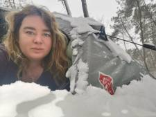 IJzige kou, maar Sabine kampeert in een tentje in de sneeuw: 'Je rilt even en slaapt weer verder'