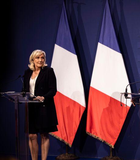 """Aux côtés d'Orban en Hongrie, Marine Le Pen fustige l'UE et la """"submersion migratoire"""""""