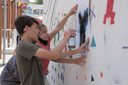 De zesdejaars van basisschool Klavertje Vier in Breendonk maakten een kunstwerk op de speelplaats.