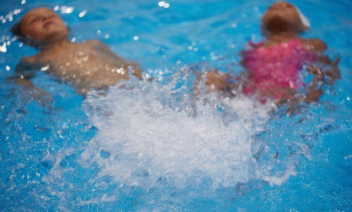 Ter illustratie: kinderen krijgen zwemles