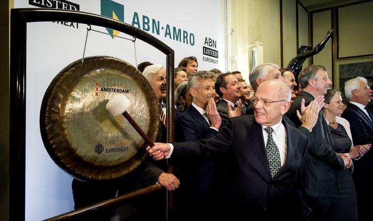 Gerrit Zalm opende met een gongslag de beursgang van ABN AMRO Beeld ANP