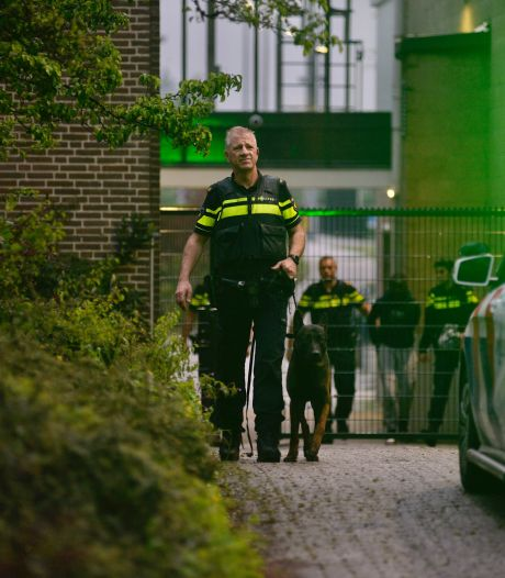 Politie zet heli in bij klopjacht op tiener op gestolen scooter in Arnhem; verdachte verstopt zich in aanhanger