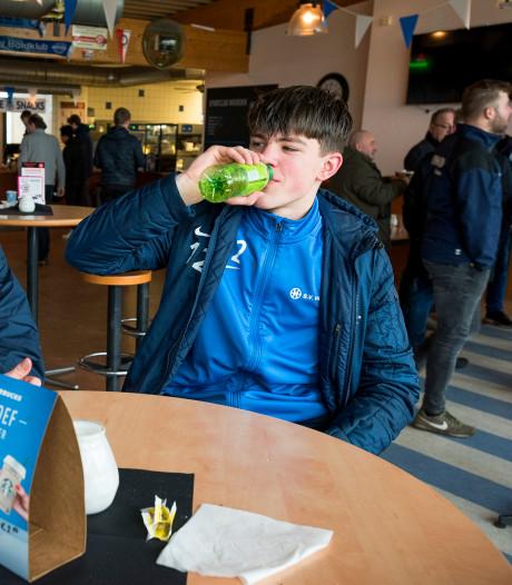 Hoe houd je jeugd weg van biertap in voetbalkantine? 'Vroeger aftrappen en eerder naar huis'