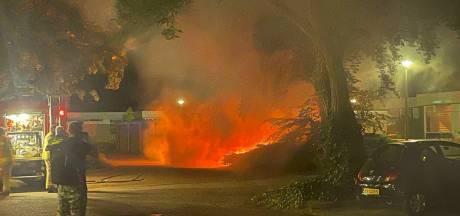 Twee verdachte autobranden in wijk Overstegen worden nader onderzocht