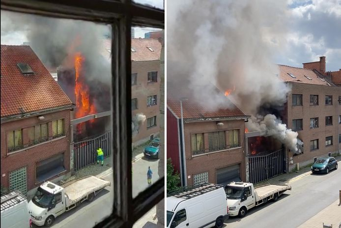 Het vuur woedde deze keer in het lokaal naast de poort. Ook de gevelbekleding stond volledig in lichterlaaie.