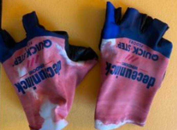 De handschoenen van Florian Sénechal.