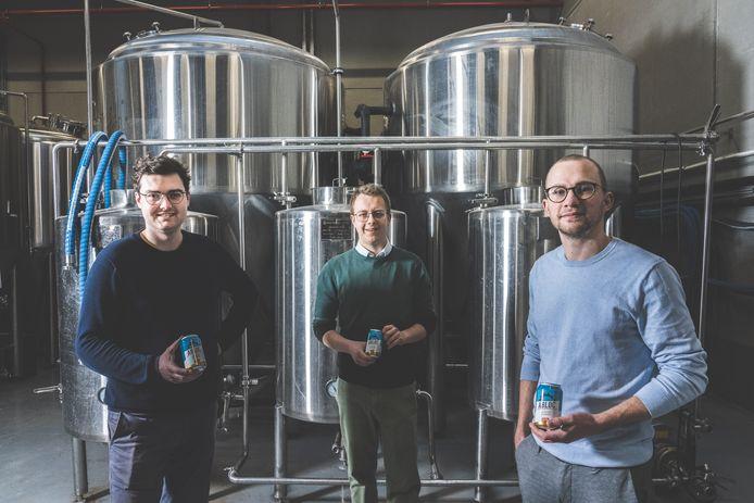 Miel Bonduelle, Wout Meuleman en Kasper Peeters willen ook de Belg bier uit blik leren smaken.