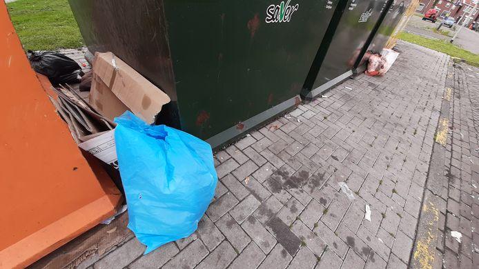 Zo maar wat zwerfafval in Roosendaal op een doordeweekse dinsdagmiddag.