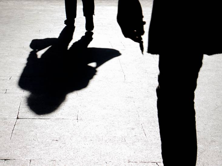 Tweetal dreigt met mes en eist geld, maar wordt opgepakt nadat slachtoffer weigert