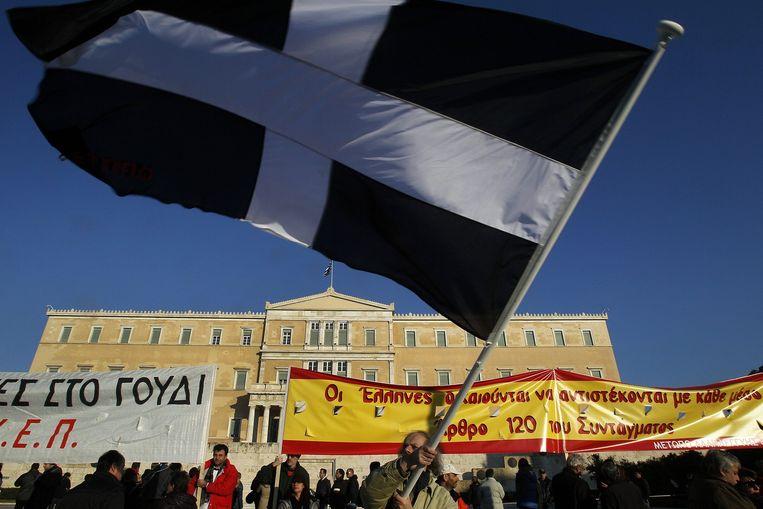 Grieken protesteren in Athene tegen de verlaging van het minimumloon in 2012. Beeld anp